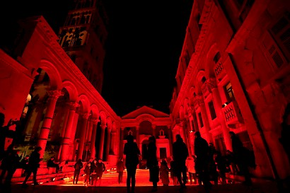 The Red Peristyle 50th anniversary, light installation, 2018