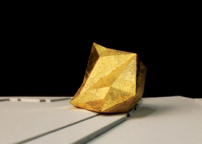 Nikola Bojić, Felton Street Emptiness, 2014, 3D print coated with 24-carat gold ( acrylic glass box ) / video, map print